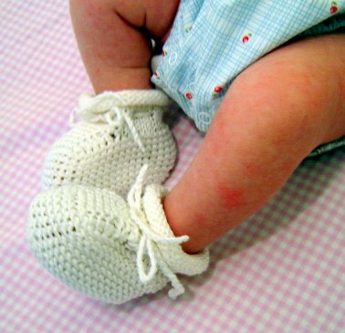Loom-knit Baby Booties! (Easy!) - YouTube